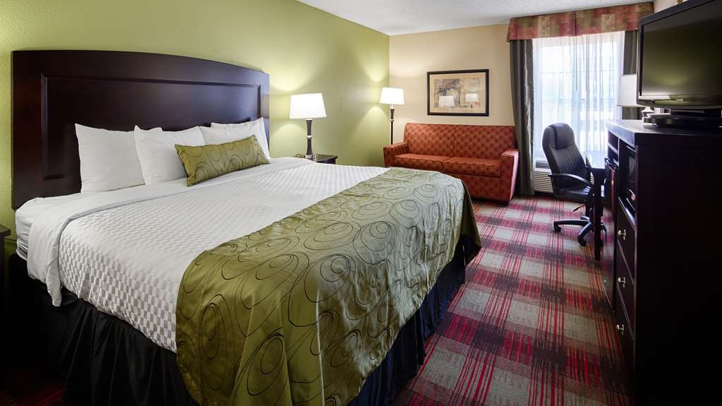 Best Western Plus Addison/Dallas Hotel - Our executive king room offers the comforts of home with a few added amenities that will make your stay extra special.