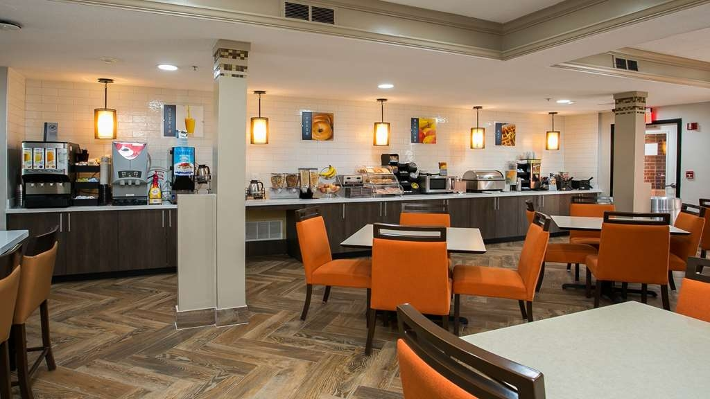 Best Western Plus Addison/Dallas Hotel - Join us every morning for a variety of your favorite morning treats.