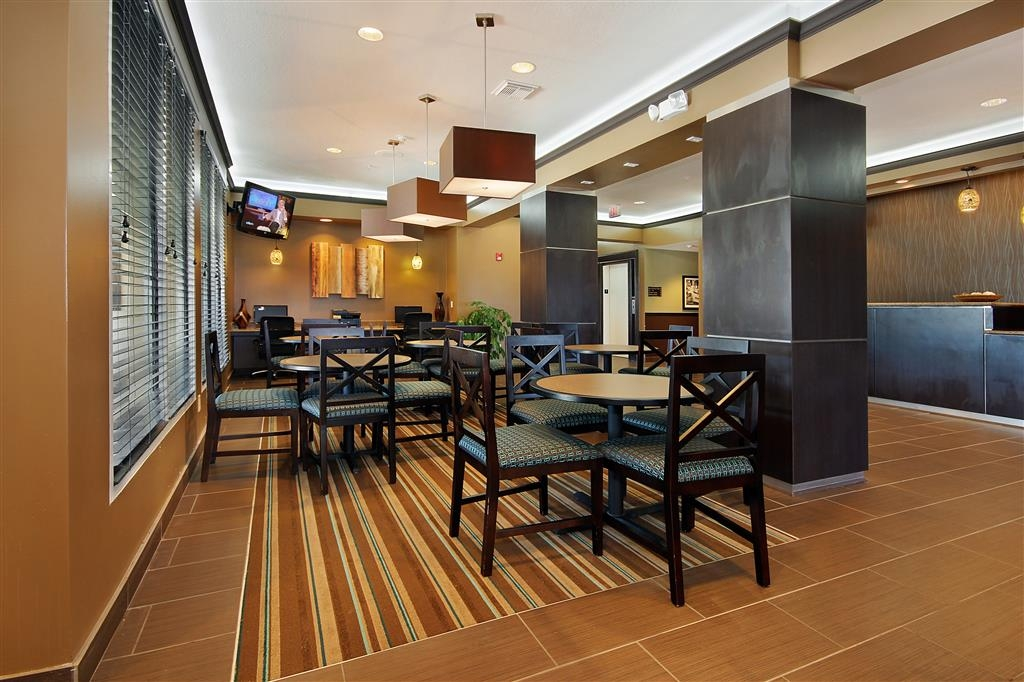 Best Western Plus Seawall Inn & Suites by the Beach - Salón