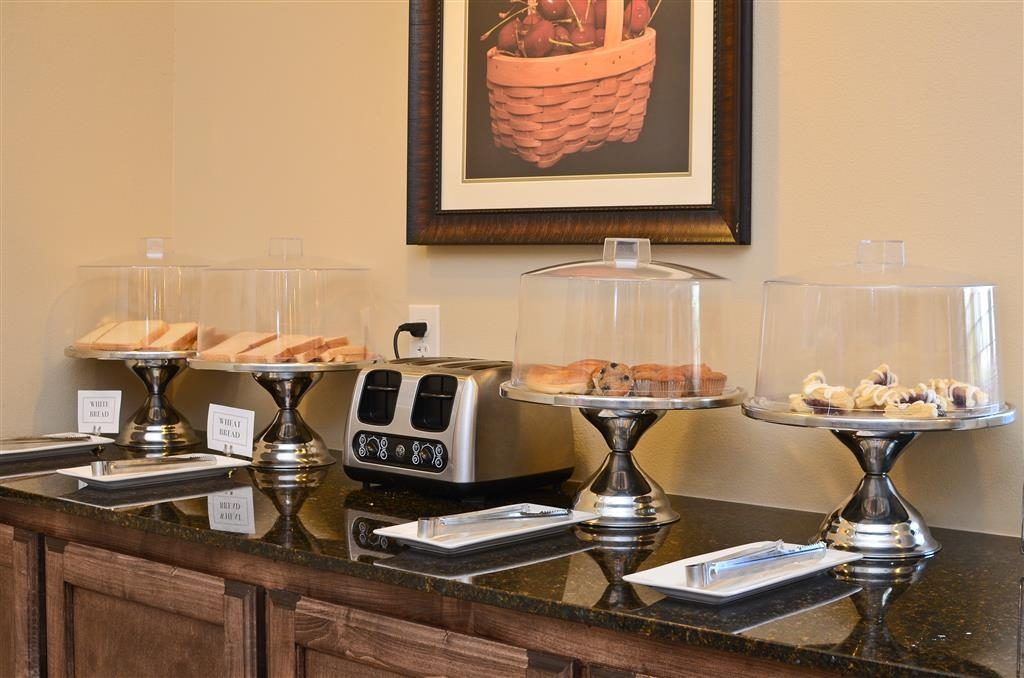 Best Western Plus Emory at Lake Fork Inn & Suites - Zona de desayunos