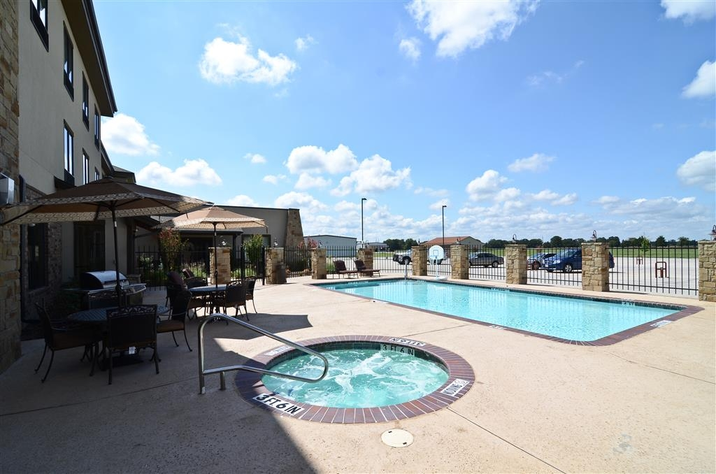 Best Western Plus Emory at Lake Fork Inn & Suites - Schwimmbad und Whirlpool