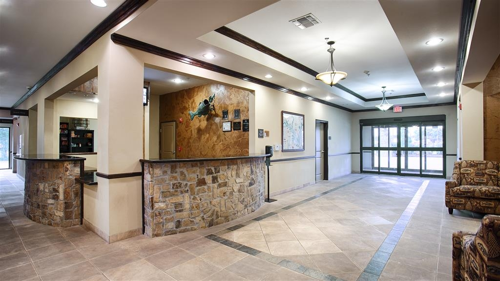 Best Western Plus Emory at Lake Fork Inn & Suites - Lobbyansicht