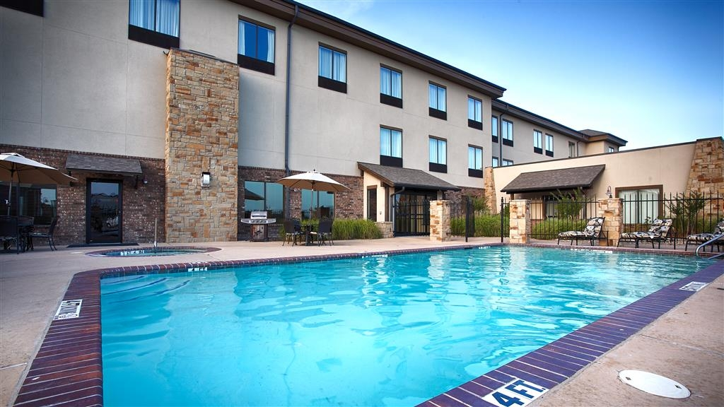 Best Western Plus Emory at Lake Fork Inn & Suites - Poolansicht