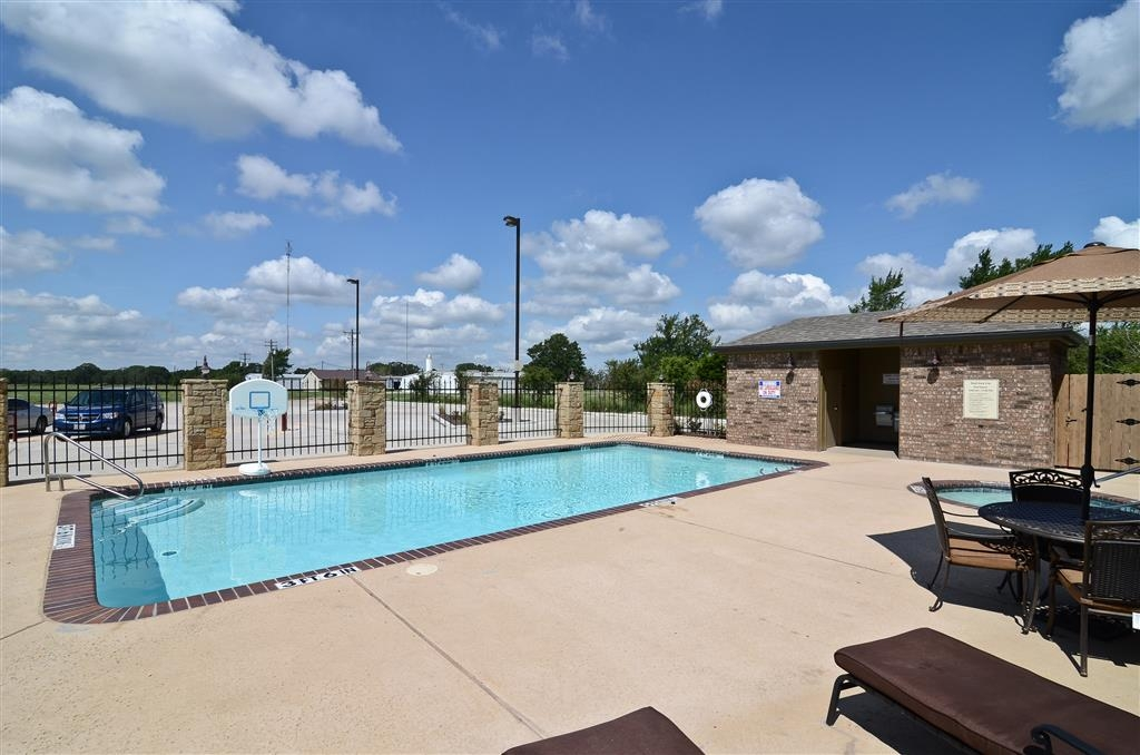 Best Western Plus Emory at Lake Fork Inn & Suites - Schwimmbad