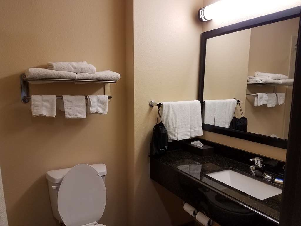 Best Western Plus Goliad Inn & Suites - Badezimmer