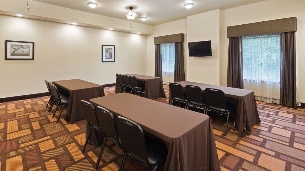 Best Western Plus Goliad Inn & Suites - Our meeting room is perfect for moderate sized gatherings, presentations or seminars.
