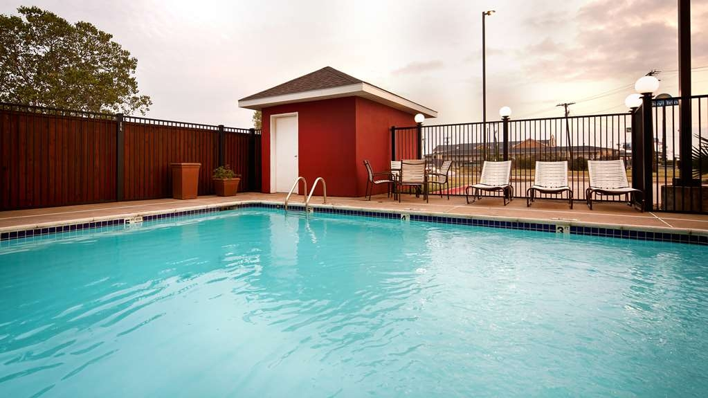 Best Western Plus Waco North - Piscina