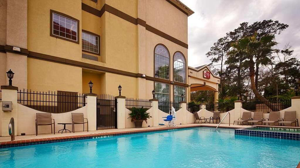 Best Western Plus New Caney Inn & Suites - Vue de la piscine