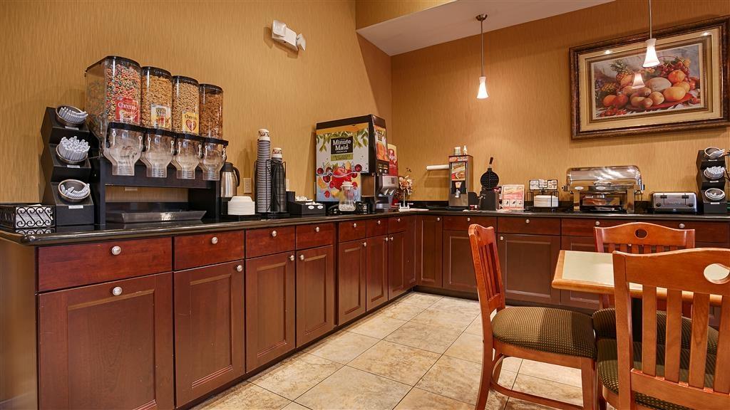Best Western Plus New Caney Inn & Suites - Salle de petit déjeuner