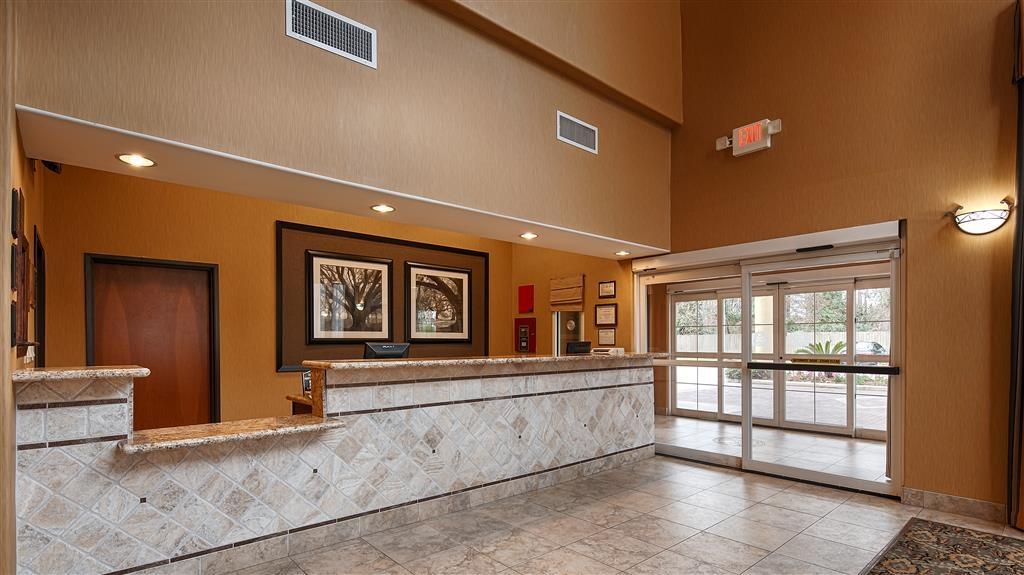 Best Western Plus New Caney Inn & Suites - Reception