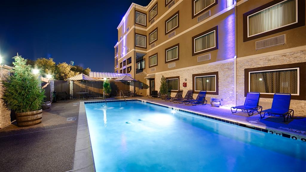 Best Western Plus Arlington North Hotel & Suites - Vista de la piscina