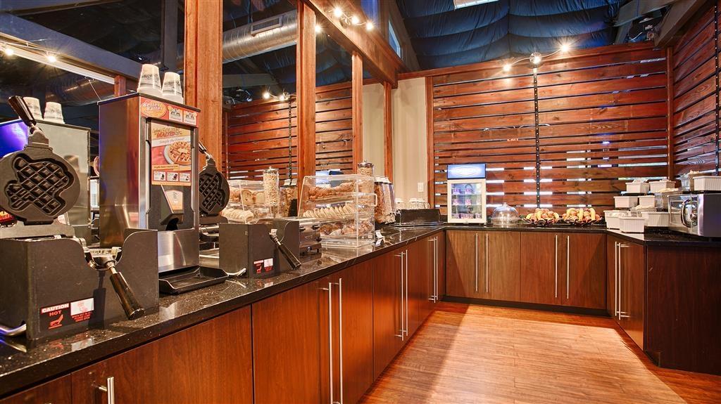 Best Western Plus Austin City Hotel - Salle de petit déjeuner