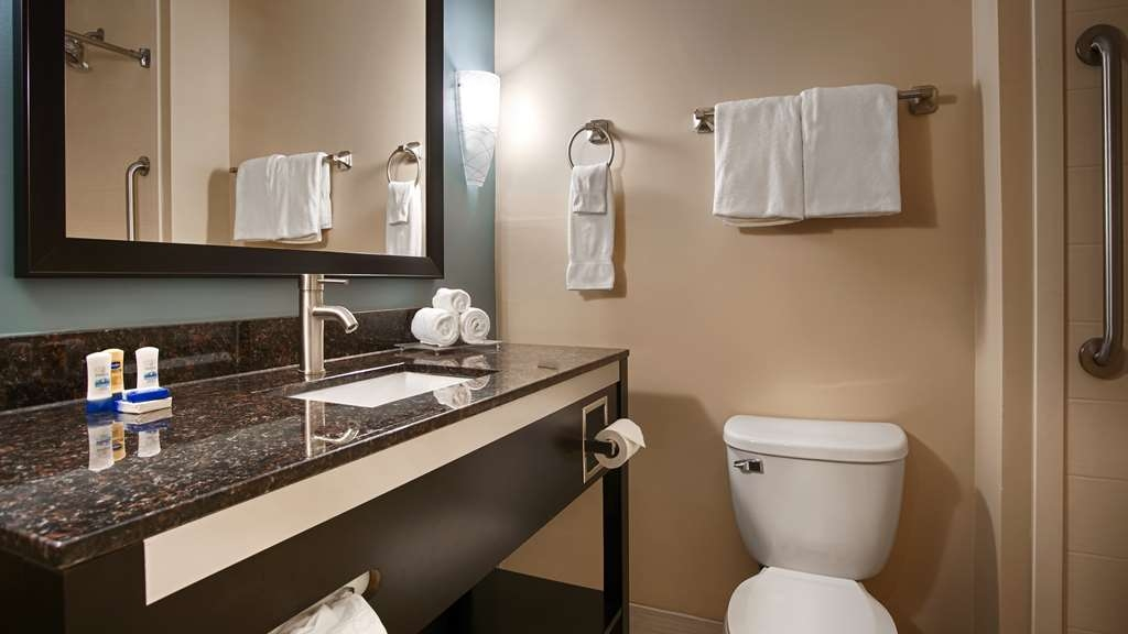 Best Western Plus JFK Inn & Suites - Baño