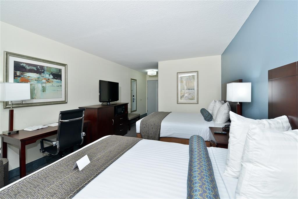Best Western Plus Orange County - Porta con te la tua famiglia nella nostra comoda camera con due letti queen size.
