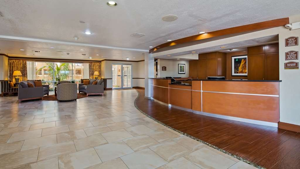 Best Western Plus Atrium Inn - Vista del vestíbulo