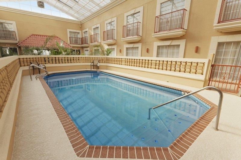 Best Western Plus Atrium Inn - piscina cubierta