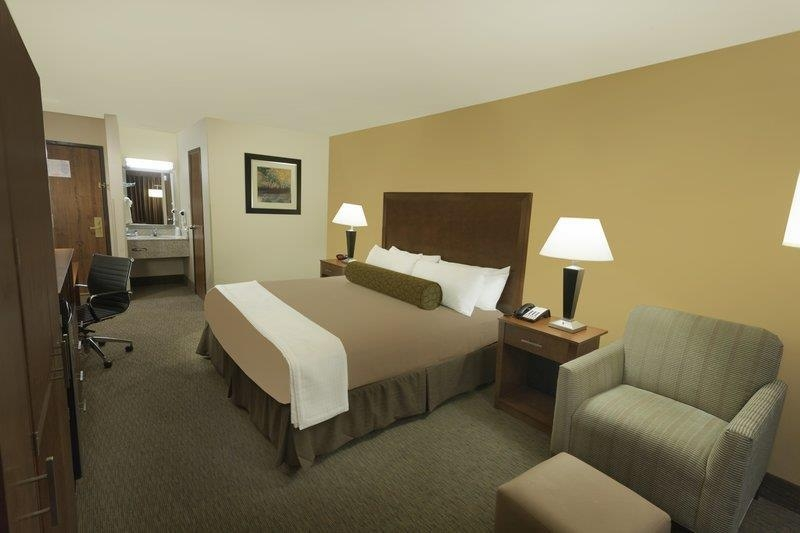 Best Western Plus Atrium Inn - We provide top-quality amenities for your enjoyment, such as a flat-screen television with cable, including HBO®, microwave and refrigerator.