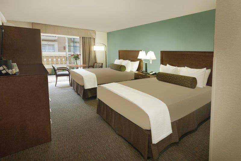 Best Western Plus Atrium Inn - Two beds are better than one in our two queen guest room with triple sheeting.