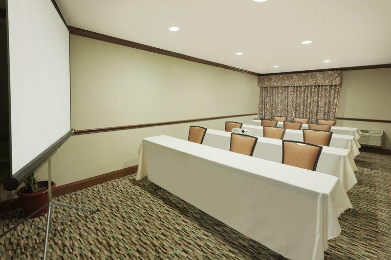 Best Western Plus Atrium Inn - Entrust your next important meeting with us! This flexible meeting space can be configured to meet your specific needs.