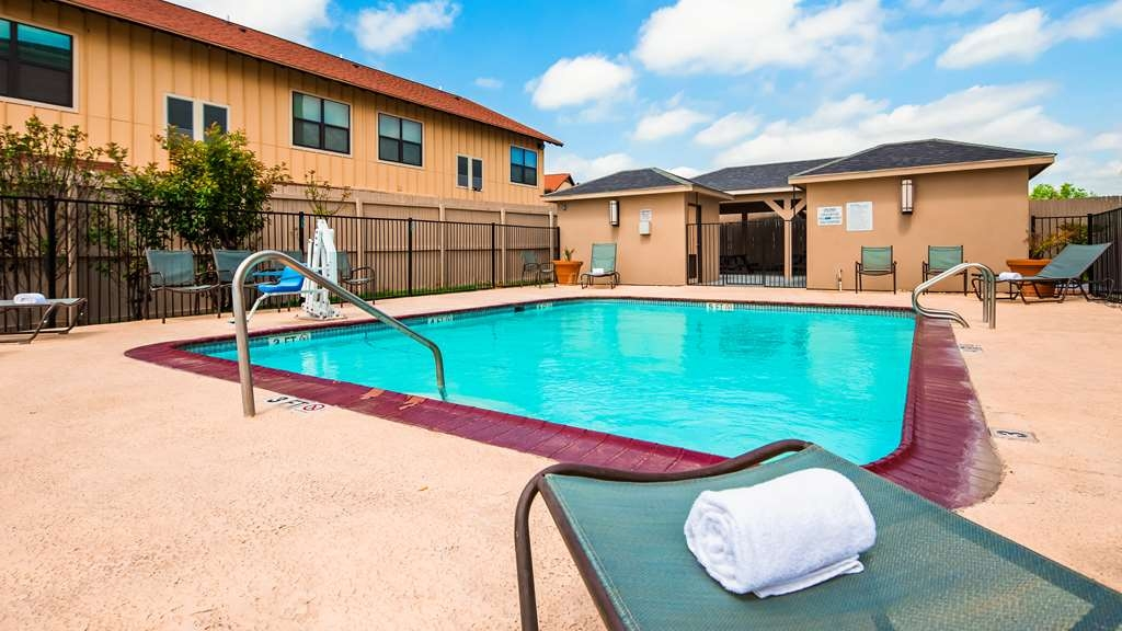 Best Western Plus Carrizo Springs Inn & Suites - Outdoor Pool