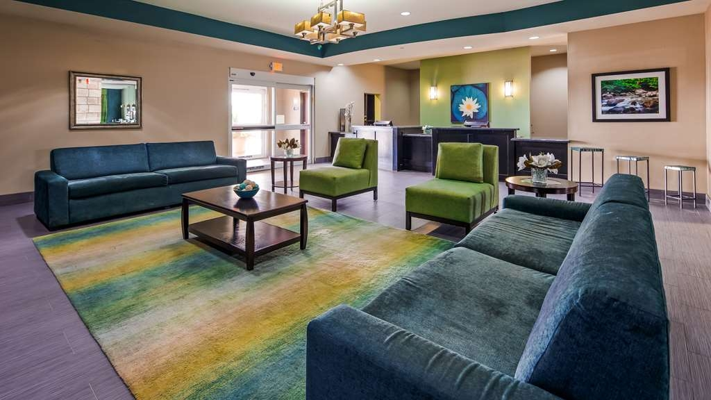 Best Western Plus Carrizo Springs Inn & Suites - Lobby & Sitting Area