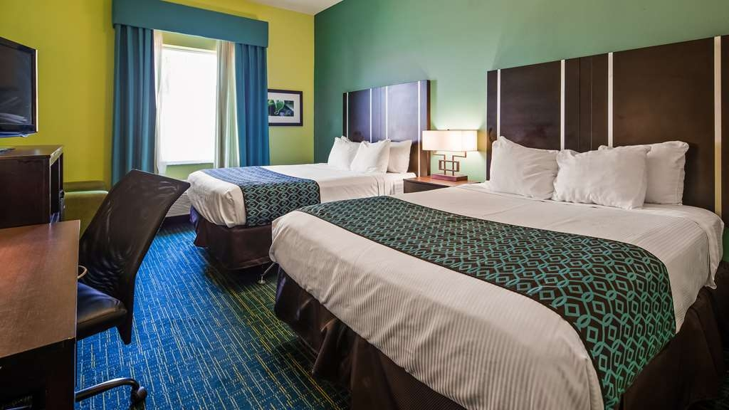 Best Western Plus Carrizo Springs Inn & Suites - Two Queen Guest Room