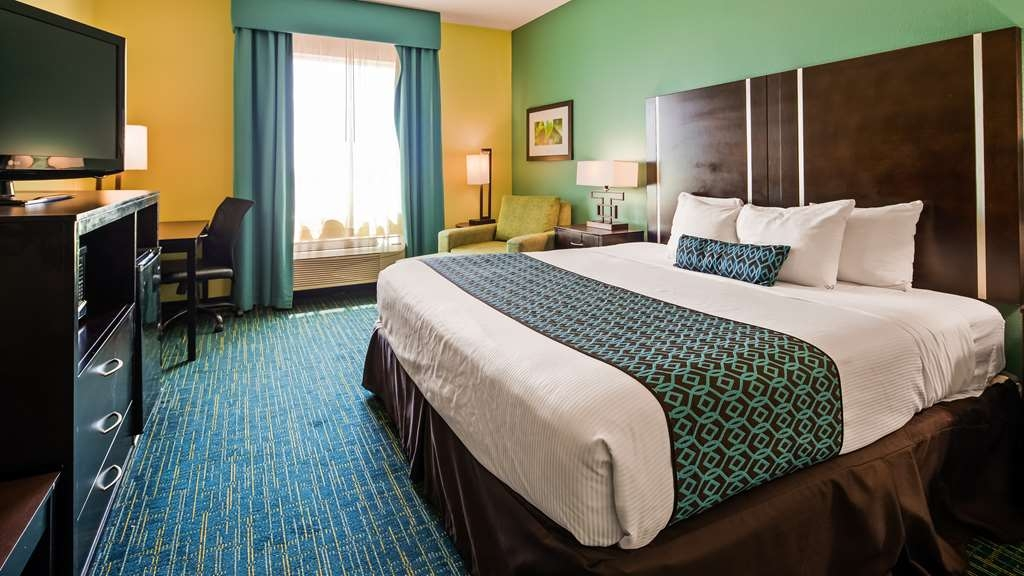 Best Western Plus Carrizo Springs Inn & Suites - King Suite