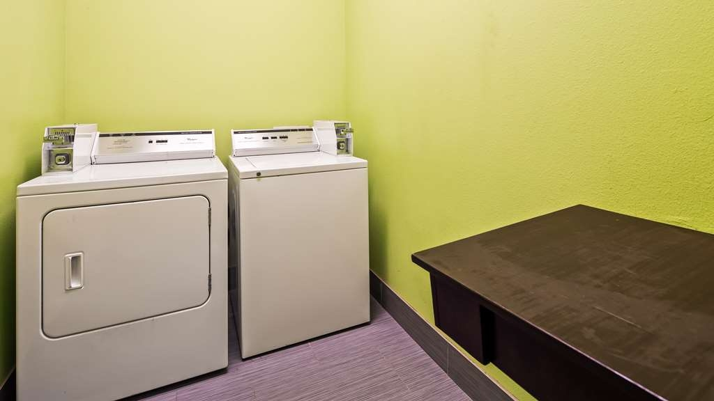 Best Western Plus Carrizo Springs Inn & Suites - Guest Laundry