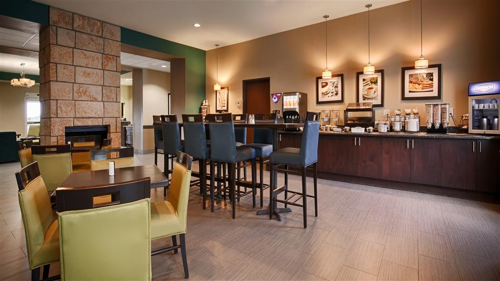 Best Western Plus Carrizo Springs Inn & Suites - Breakfast Area