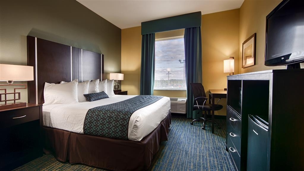 Best Western Plus Carrizo Springs Inn & Suites - King Guest Room