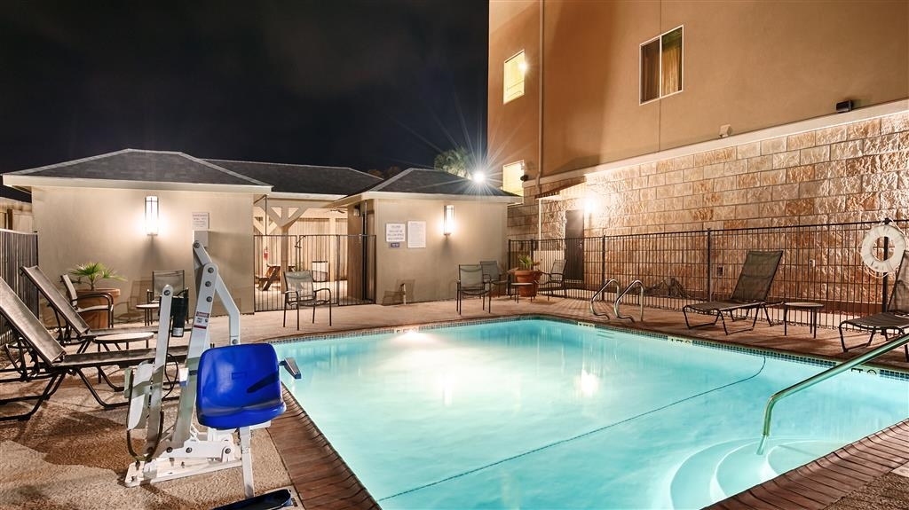 Best Western Plus Carrizo Springs Inn & Suites - Pool