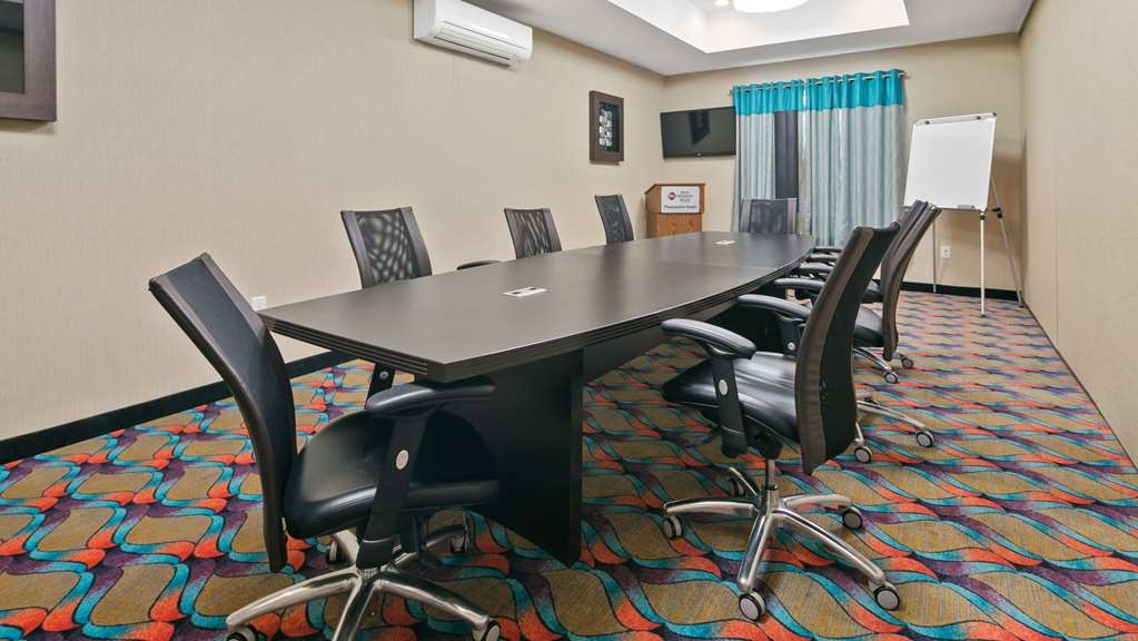 Best Western Plus Pleasanton Hotel - Our meeting room is perfect for small gatherings or presentations.