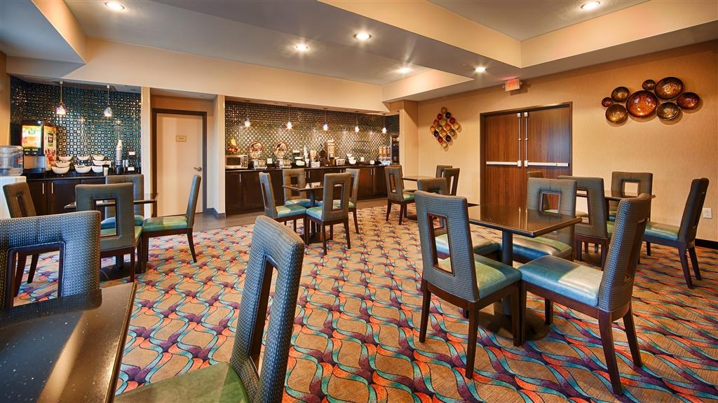 Best Western Plus Pleasanton Hotel - Breakfast Area