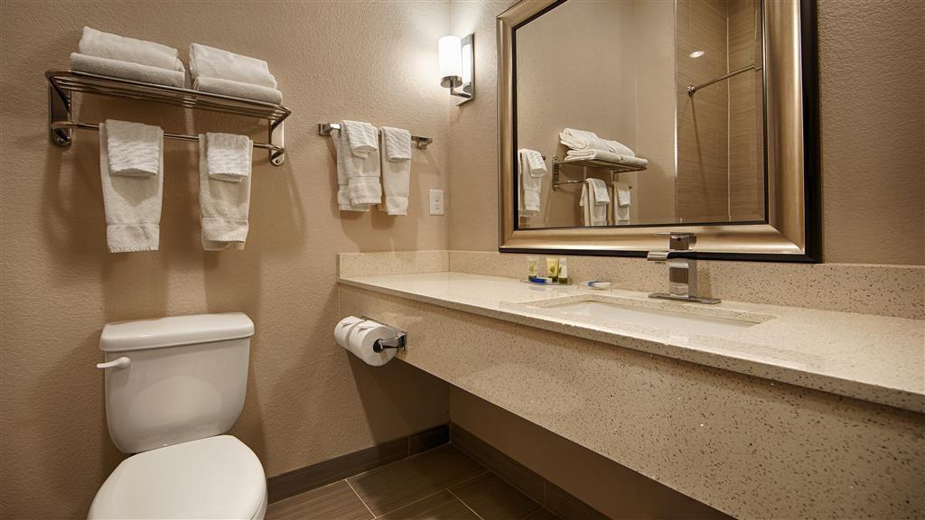 Best Western Plus Pleasanton Hotel - Cuarto de baño