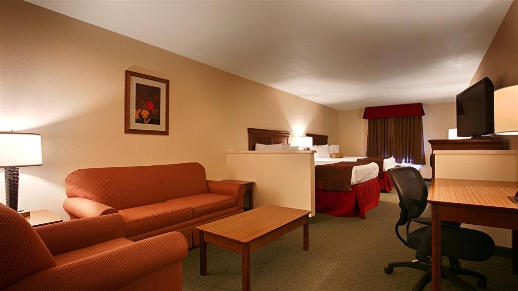Best Western Czech Inn - Utilisez le canapé-lit dans notre chambre avec deux lits queen size si vous voulez plus d'espaces de couchage sans avoir à payer une chambre supplémentaire.