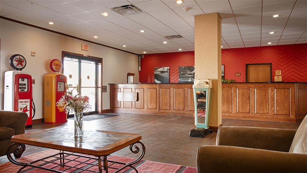 Best Western Czech Inn - Rilassati nell'accogliente hall dell'hotel, il luogo ideale per socializzare con gli altri ospiti o con i membri del tuo gruppo.