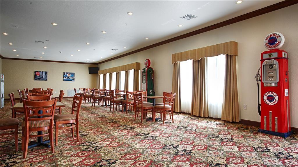 Best Western Czech Inn - Un grand choix de sièges vous est proposé pour déguster votre petit déjeuner.