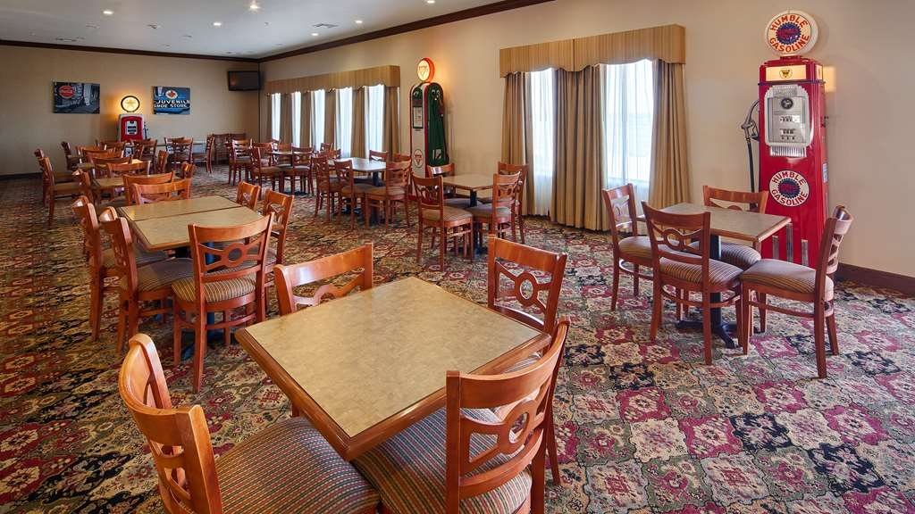 Best Western Czech Inn - Our breakfast room offers intimate dining for couples and smaller groups.