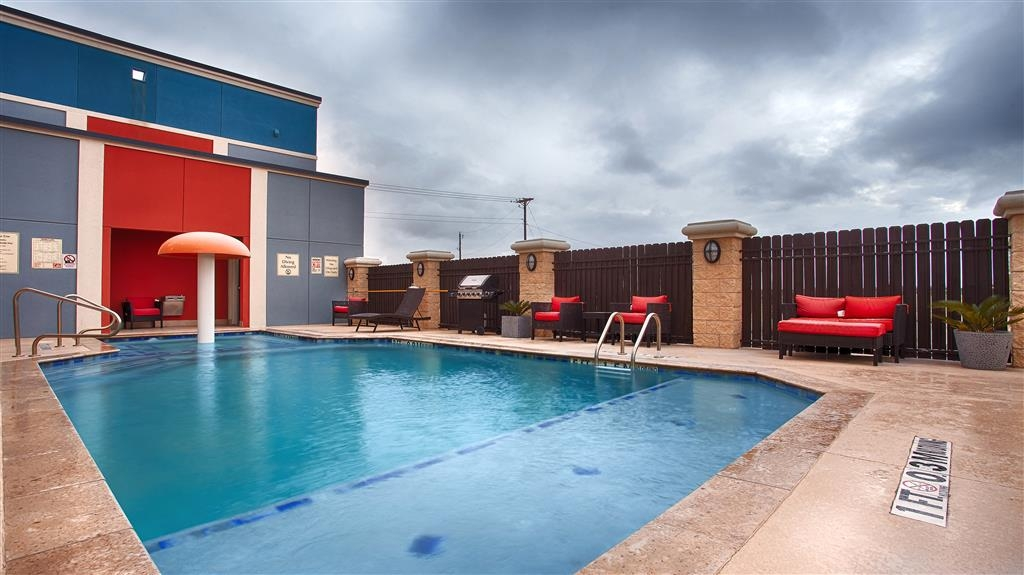 Best Western Plus North Odessa Inn & Suites - Swimmingpool