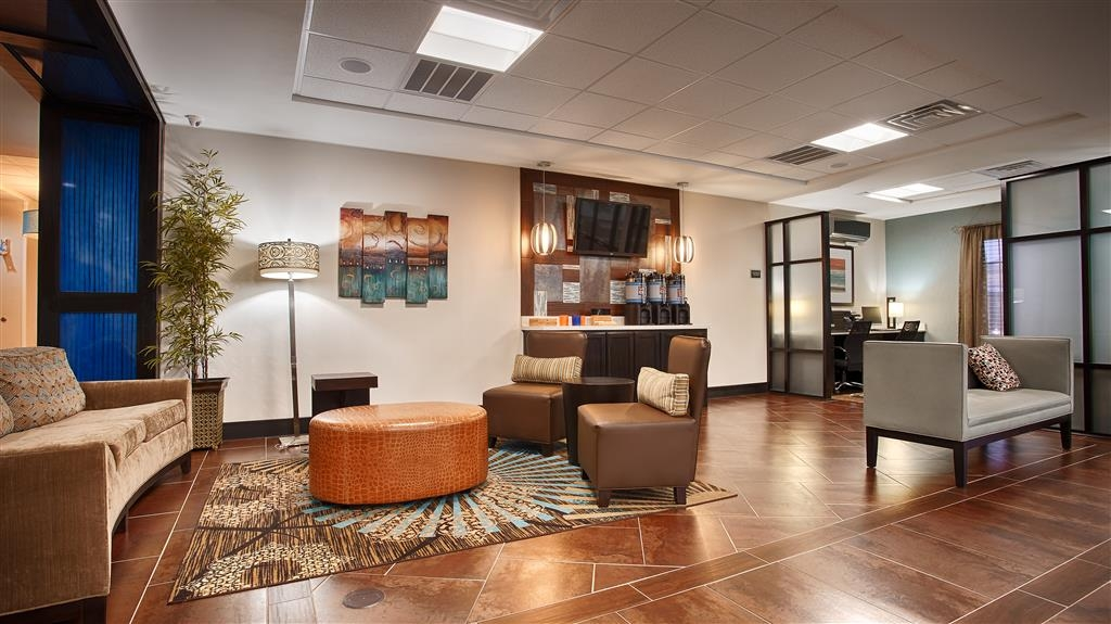 Best Western Plus North Odessa Inn & Suites - Foyer