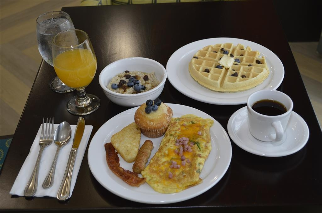 Best Western Premier Ashton Suites-Willowbrook - Prima colazione a buffet