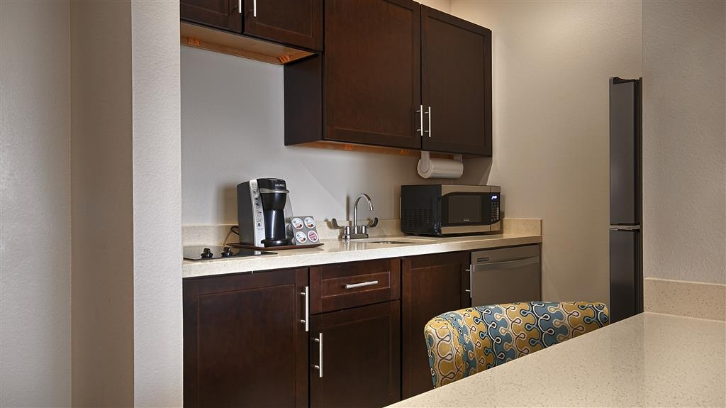 Best Western Premier Ashton Suites-Willowbrook - Suite con angolo cottura
