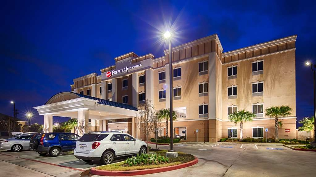 Best Western Premier Ashton Suites-Willowbrook - Facciata dell'albergo