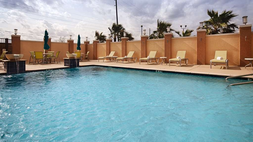 Best Western Premier Ashton Suites-Willowbrook - Piscina