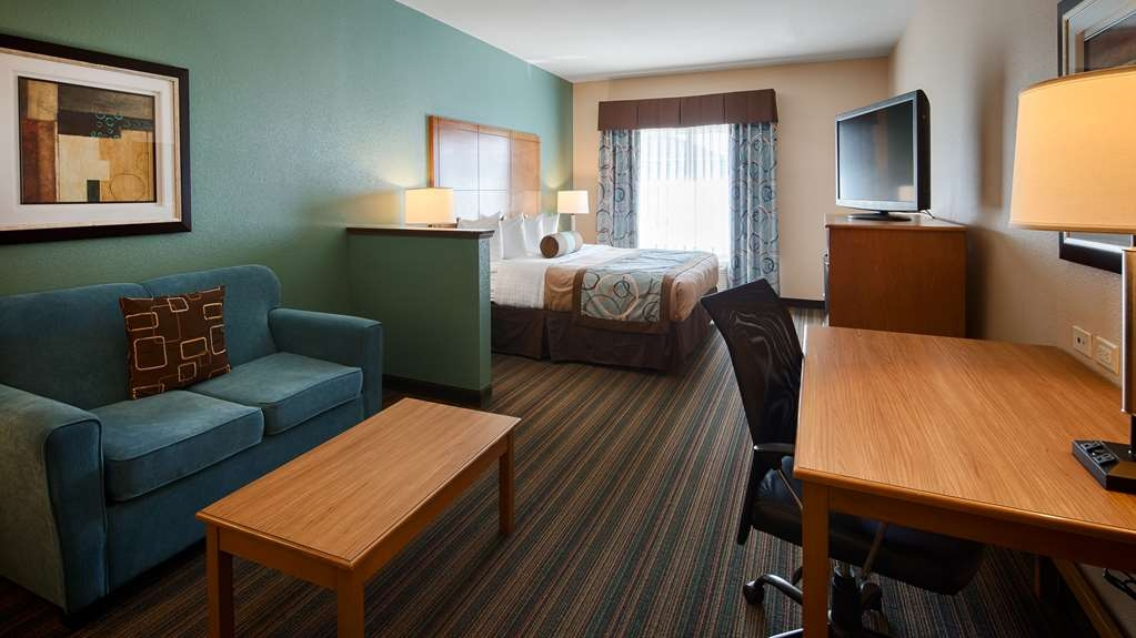 Best Western Plus Seminole Hotel & Suites - Enjoy all the comforts of home in our spacious guest suites with 42-inch flat screen TV, work desk, microwave and refrigerator.