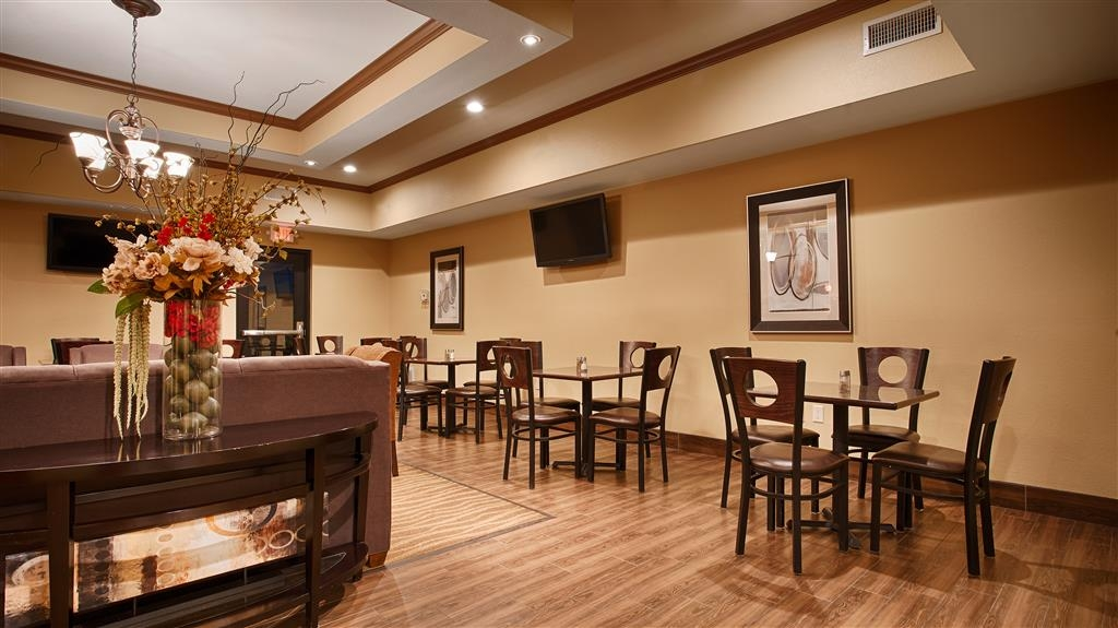 Best Western Plus Seminole Hotel & Suites - Breakfast Area