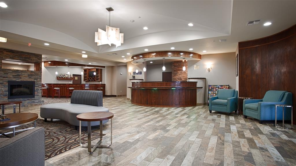 Best Western Plus Fort Worth Forest Hill Inn & Suites - Hall dell'hotel