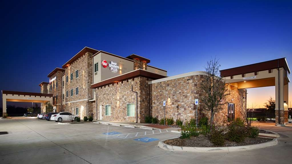 Best Western Plus Fort Worth Forest Hill Inn & Suites - Facciata dell'albergo