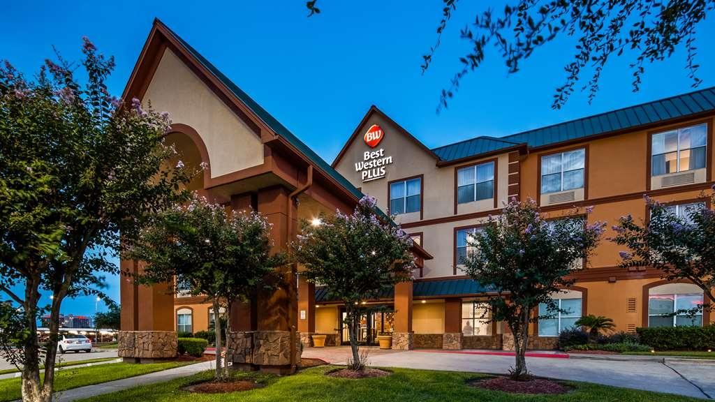 Best Western Plus Hobby Airport Inn & Suites - Außenansicht