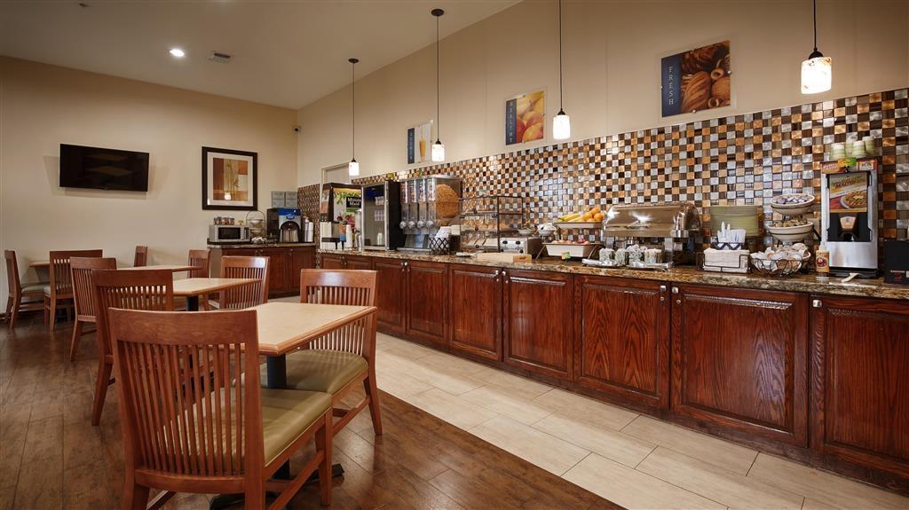 Best Western Plus Hobby Airport Inn & Suites - Petit-déjeuner gratuit